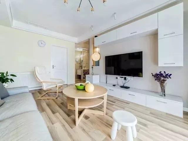 小房子,整体装修以简单大方为主,通过巧妙温馨的搭配与设计,在一个简
