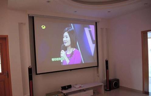 客厅装修中的电视已成摆设,投影仪才是你的最佳选项!