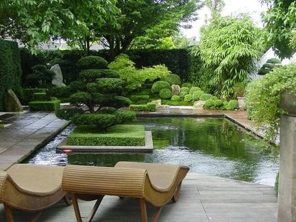 在我国的古典园林设计中,特别重视寓意于物,以物比德.